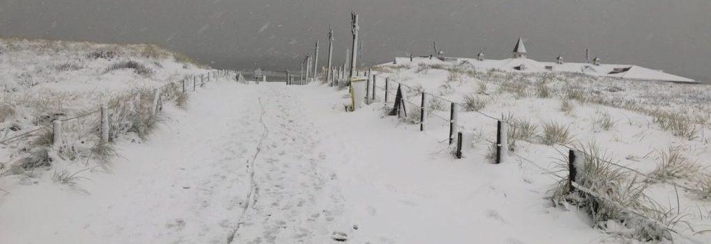 Winter op het strand van Noordwijk winterspecials strandpaviljoen De Zeemeeuw