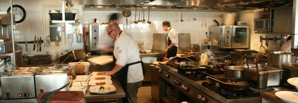 Diner en buffet op strand in Noordwijk borrel en receptie op strand