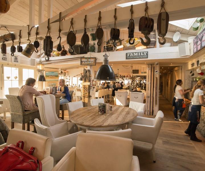 Foto 39 s interieur en sfeer strandpaviljoen de zeemeeuw for Interieur foto s