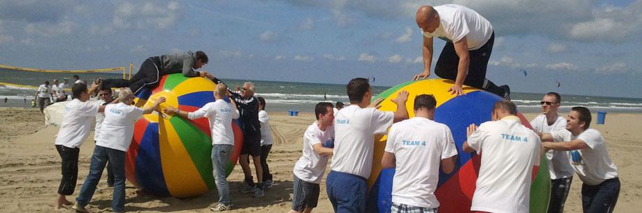 Bedrijfsuitje op strand in Noordwijk Bedrijfsuitje op strand