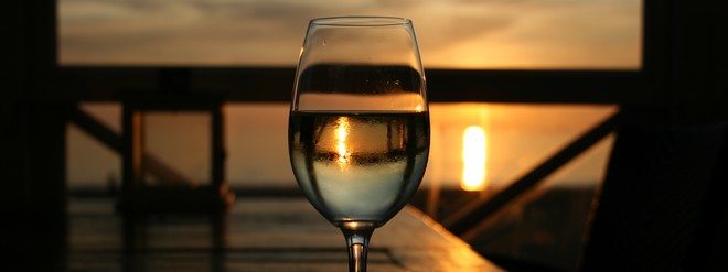 High tea & high wine op strand in Noordwijk high tea en high wine strandpaviljoen De Zeemeeuw