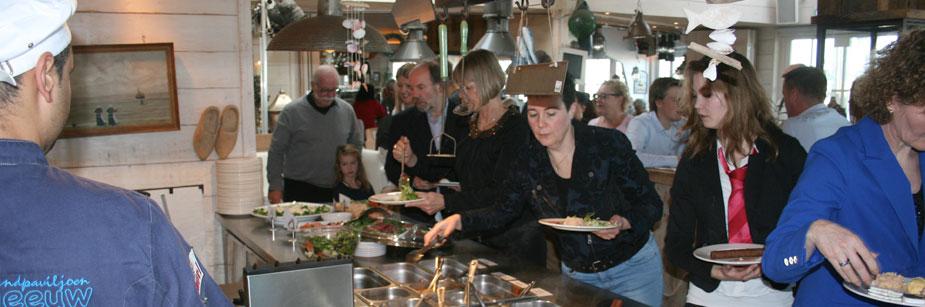 Mittagessen oder Brunch am Strand von Noordwijk Lunch en brunch op strand