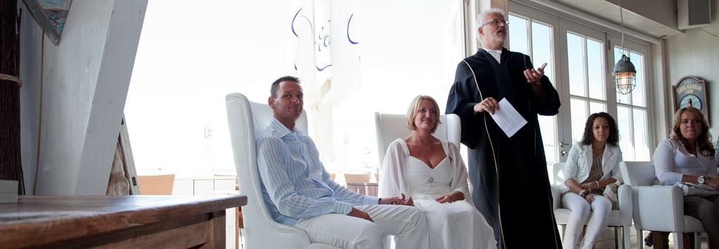 Hochzeit Trouwen op strand trouwlocatie De Zeemeeuw